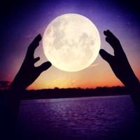 我qq头像下面一个月亮两个星星代表着什么?图片