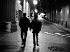 夜晚情侣牵手_夜晚情侣牵手影子图(13张)_情侣图片_表白图片网