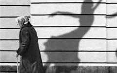 老人情侣头像黑白