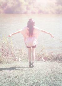 阳光照片唯美女生背影