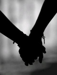 夜晚情侣牵手影子图片