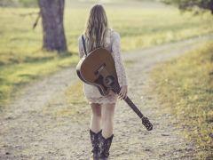 背吉他背影唯美照片