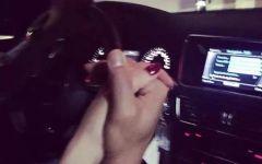 开车情侣手握手的图片