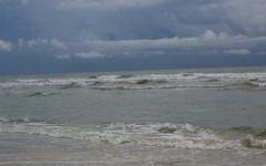 下雨天的大海图片唯美