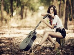 吉他唯美意境图片女生