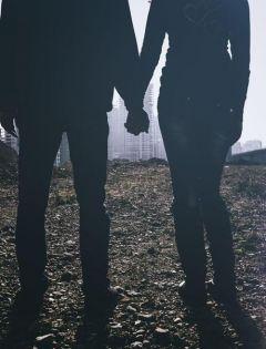 夜晚情侣拥抱影子照片