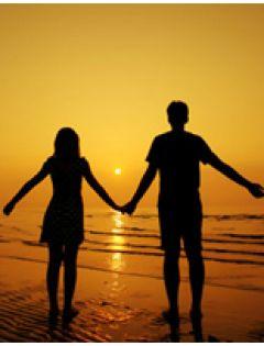 情侣夕阳下的背影图片