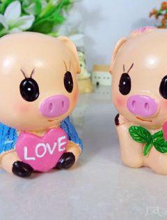 幸福的小猪情侣图片