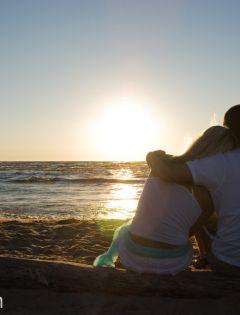 情侣在海边的浪漫图片