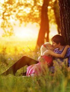 恋人情侣接吻浪漫图片