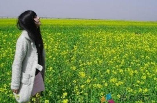 绿色意境唯美女生图片