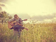 弹吉他照片图唯美图