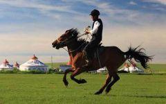 草原骑马图片唯美高清