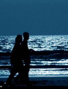 夜晚的沙滩浪漫图片大全