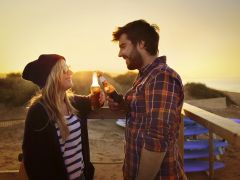 情侣饮酒浪漫照片