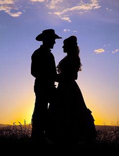 夫妻黄昏浪漫图片