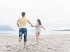 情侣海边牵手浪漫图片唯美图片
