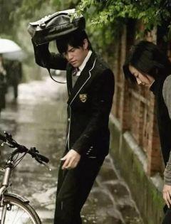 下雨天浪漫图片唯美图片