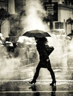 下雨天背后浪漫图片大全