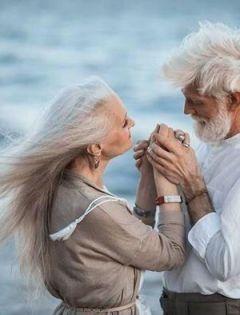 相爱老夫妻浪漫图片