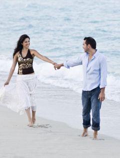 情侣海边牵手浪漫图片唯美图片带字