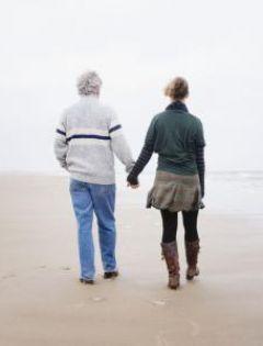 情侣海边牵手浪漫图片唯美图片带字图片