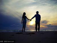 浪漫的情侣手牵手图片