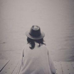 微信孤独头像女生背影
