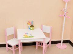背景是小餐桌的可爱图