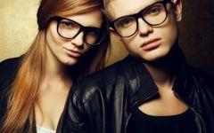 戴眼镜情侣图像
