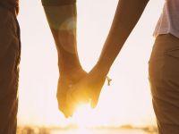 手握手真实的情侣图片