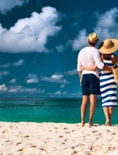 日本浪漫海滩情侣图片