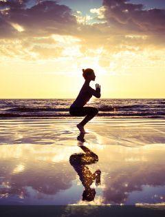浪漫海滩瑜伽图片