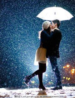 情侣浪漫下雪图片