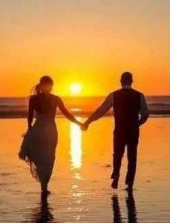 海边浪漫情侣图片