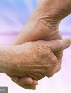 老人手牵手的图片浪漫