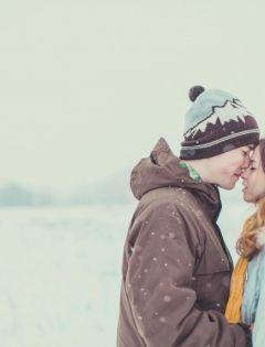 下雪浪漫接吻图片