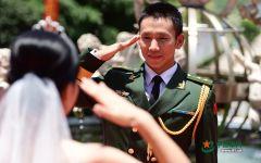 军人情侣浪漫的图片