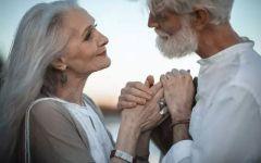 一对老人情侣图片