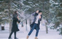 雪天中的情侣图片