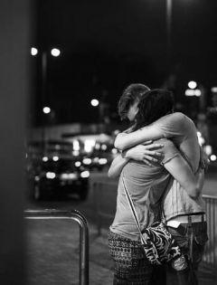 夜晚情侣图片