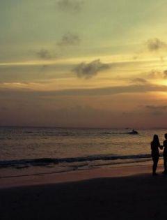 情侣海边图片