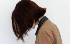 短发女生背影图片伤感