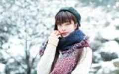 下雪的浪漫美女图片