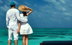 情侣拥抱浪漫背影图片