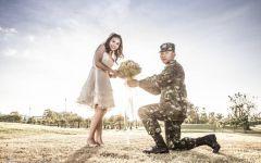 军人情侣图片