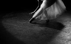 舞蹈动作唯美黑白图片
