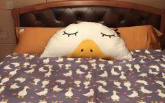 躺床表情包图片