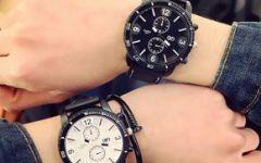 带手表的情侣图