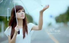 雨中打伞伤感图片